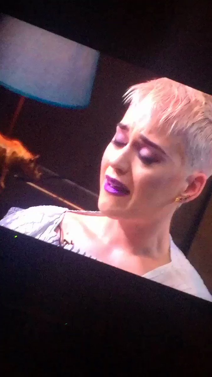 Katy Perry Opens Up About Past Suicidal Thoughts in a Live-Stream Therapy Session
