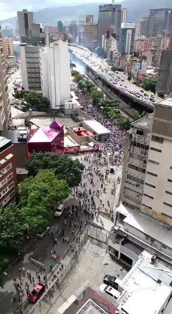 via @AGuzman111:   EN VIDEO  desataron la BRUTAL represión y posterior emboscada Colinas  Bello Monte #10Jun https://t.co/MGONPApEFl