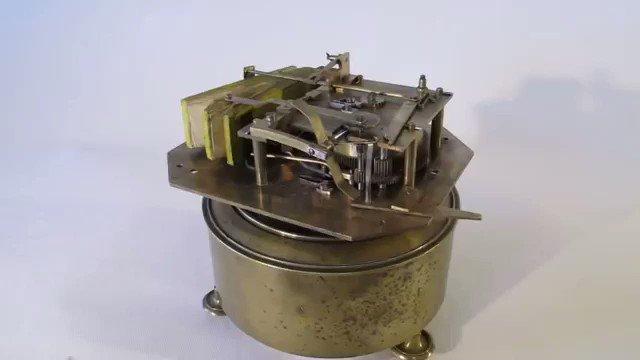 【120年前の天才が作ったぜんまい仕掛け。小鳥の鳴き声を完全再現した1890年製作の機械】 kotaro269.com/archives/51396…  1890年にパリで、Bontemsという人物が製作したとされている機械。  ここまで出来るなら、人語verも可能では? と思えます。