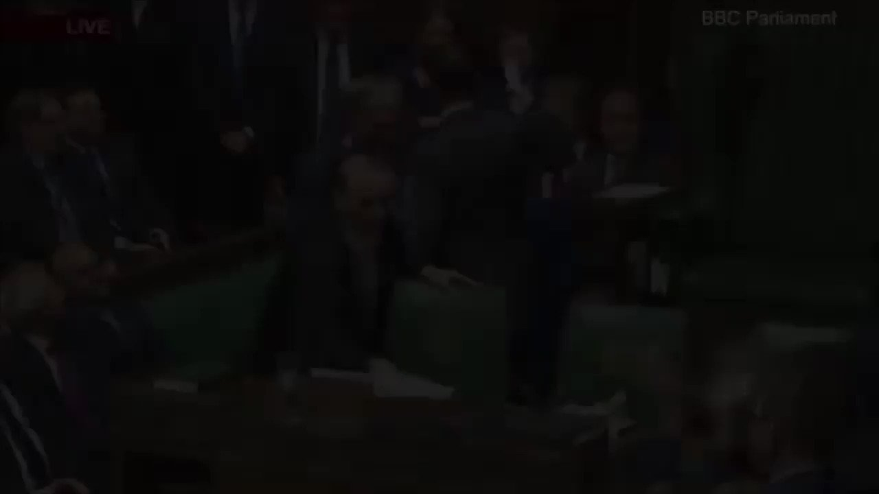 A tale of two leaders.  (Background music provided) https://t.co/Mu6z88Iqyj