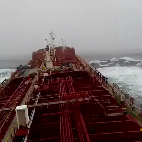Isn't it scary?  Sailing in North Pacific Occean Video by Altamash Khan https://t.co/dF8DVG9gtA