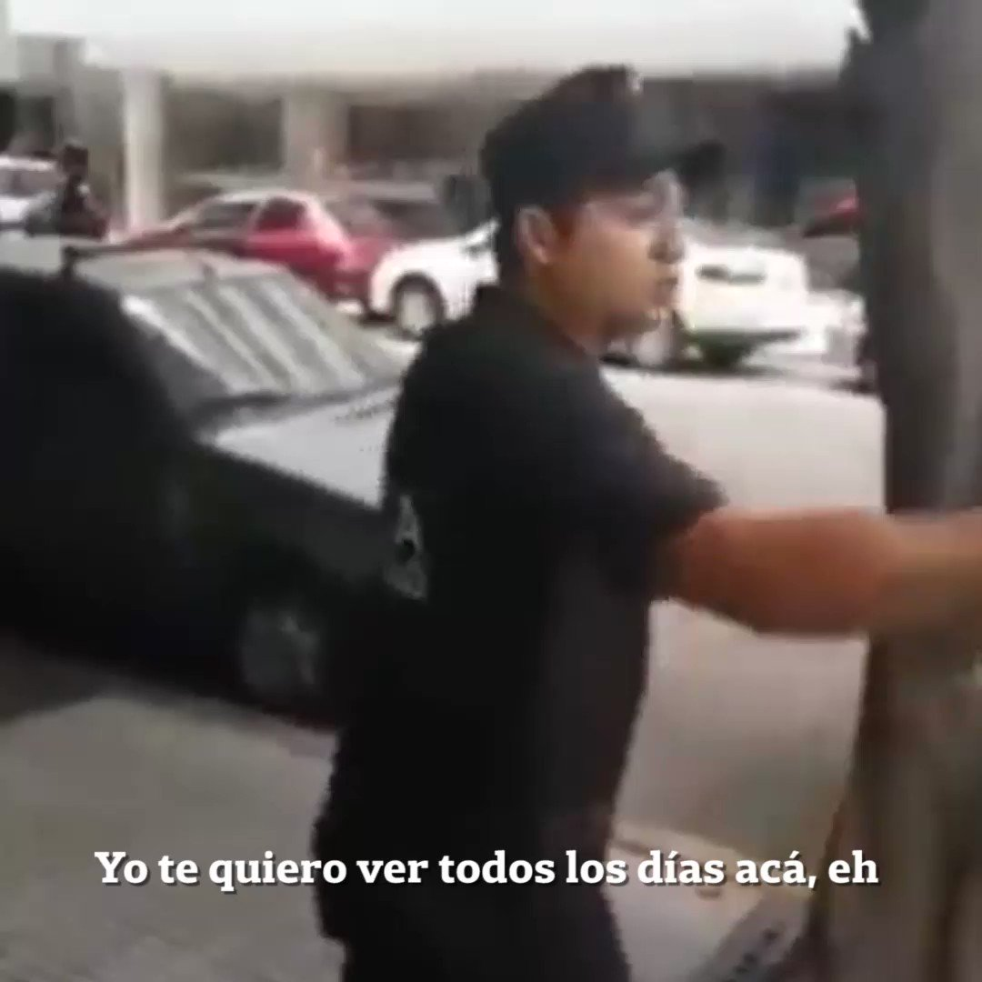 Lo filman porque CREEN QUE LO QUE HACE EL POLICÍA ESTÁ MAL, PARA ESCRACHARLO... País de ignorantes somos https://t.co/gFJR9VHVvZ