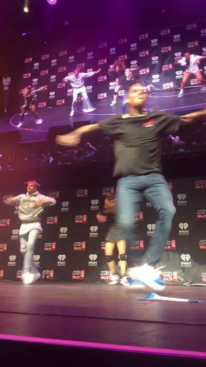 Who tf moves better than this beautiful man @chrisbrown #SJ17Boston https://t.co/yE89o9ZAIy
