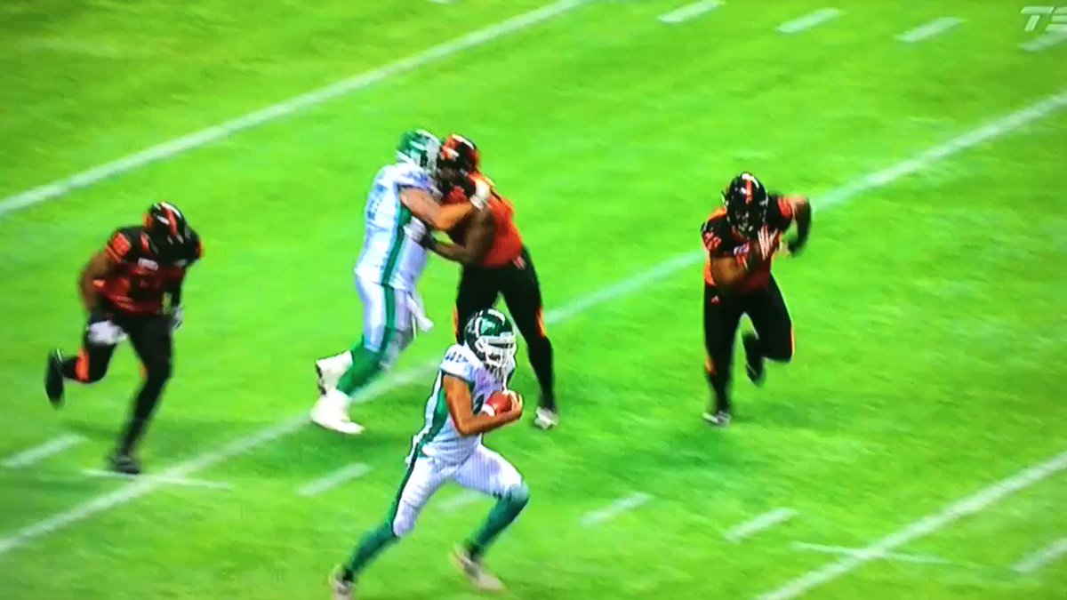 Another look at @Air_Canada_7 taking flight.✈️  #CFLGameday https://t....