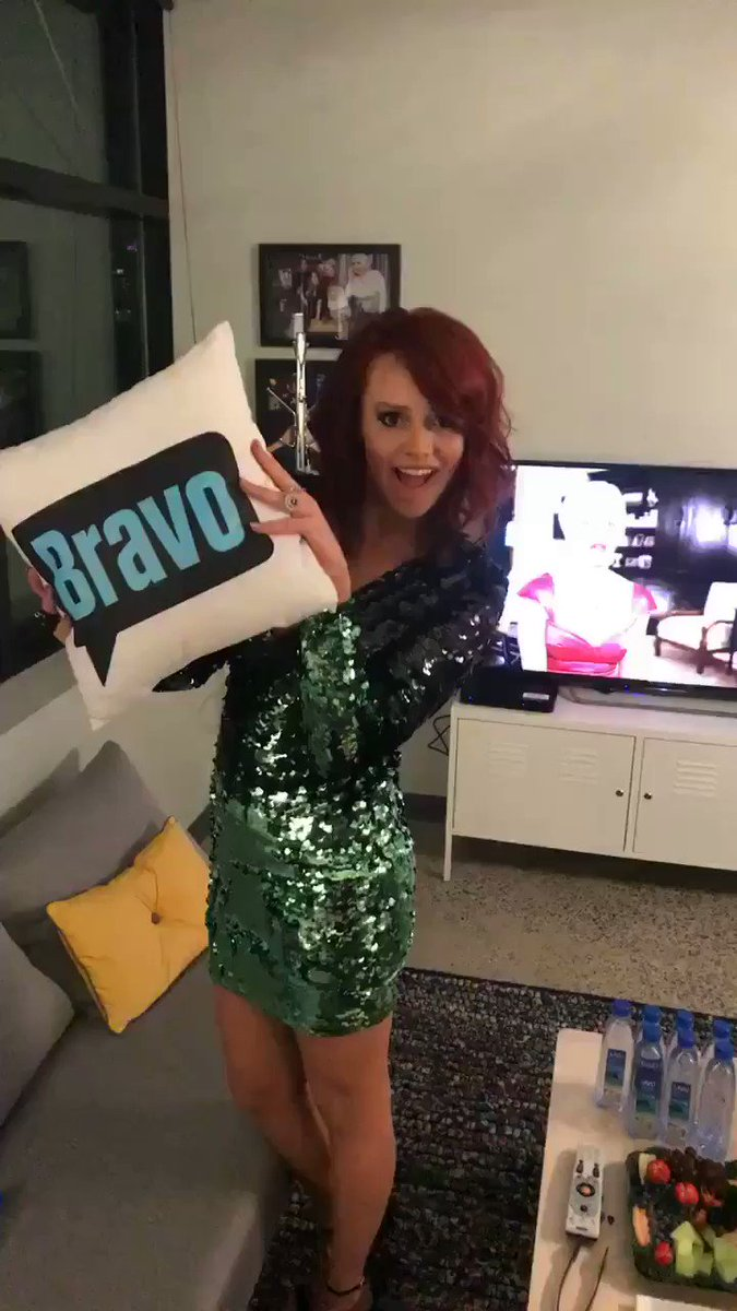 Tune in to #WWHL right meowww 💋#Southerncharm https://t.co/jhgGQ0MNDM