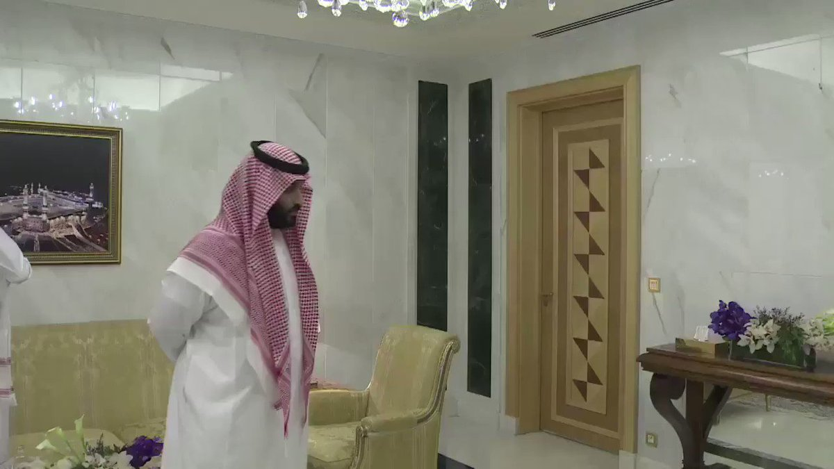 بالفيديو : الأمير #محمد_بن نايف_ يبايع  الأمير #محمد_بن_سلمان_وليا_للعهد في قصر الصفا بـ #مكة. #اوامر_ملكية  #عاجل https://t.co/58kBgRCN0R