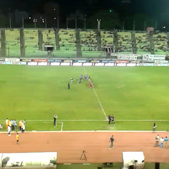 El penal que hace regresar al #CaracasFC a una Gran Final del #FutVe https://t.co/1aO32qUDXW