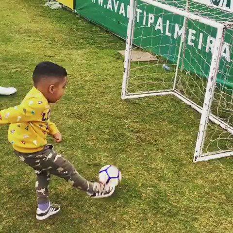 Tal pai, tal filho. Fazem o gol e correm para dançar com o Mina! 😂  #AvantiPalestra