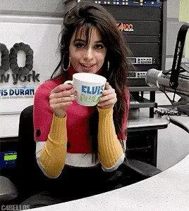 Camila tweetando em português melhor que...