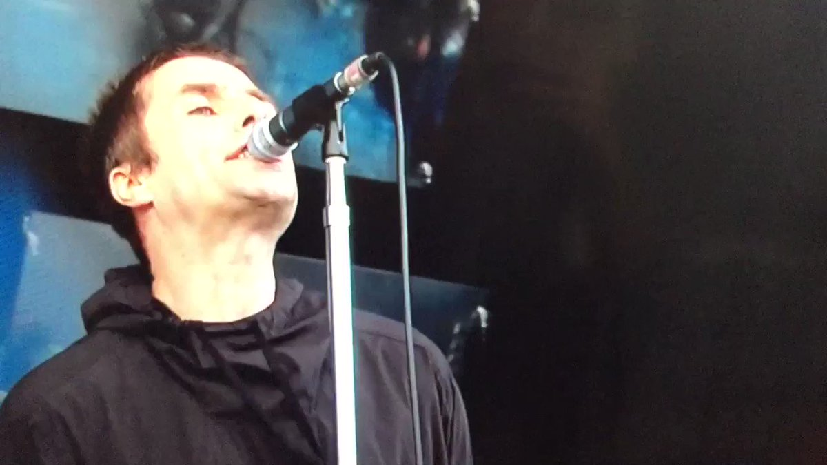 Great ad-lib from Liam Gallagher at Glastonbury #fogmachine #off https://t.co/qh9JgoN0v9