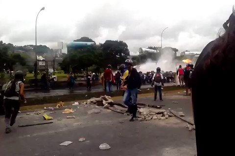via @AGuzman111: Ballenas pasan a gran velocidad para dispersar tumbado a varios 4:43pm #24jun @enpaiszeta https://t.co/HuhpmdkKjJ