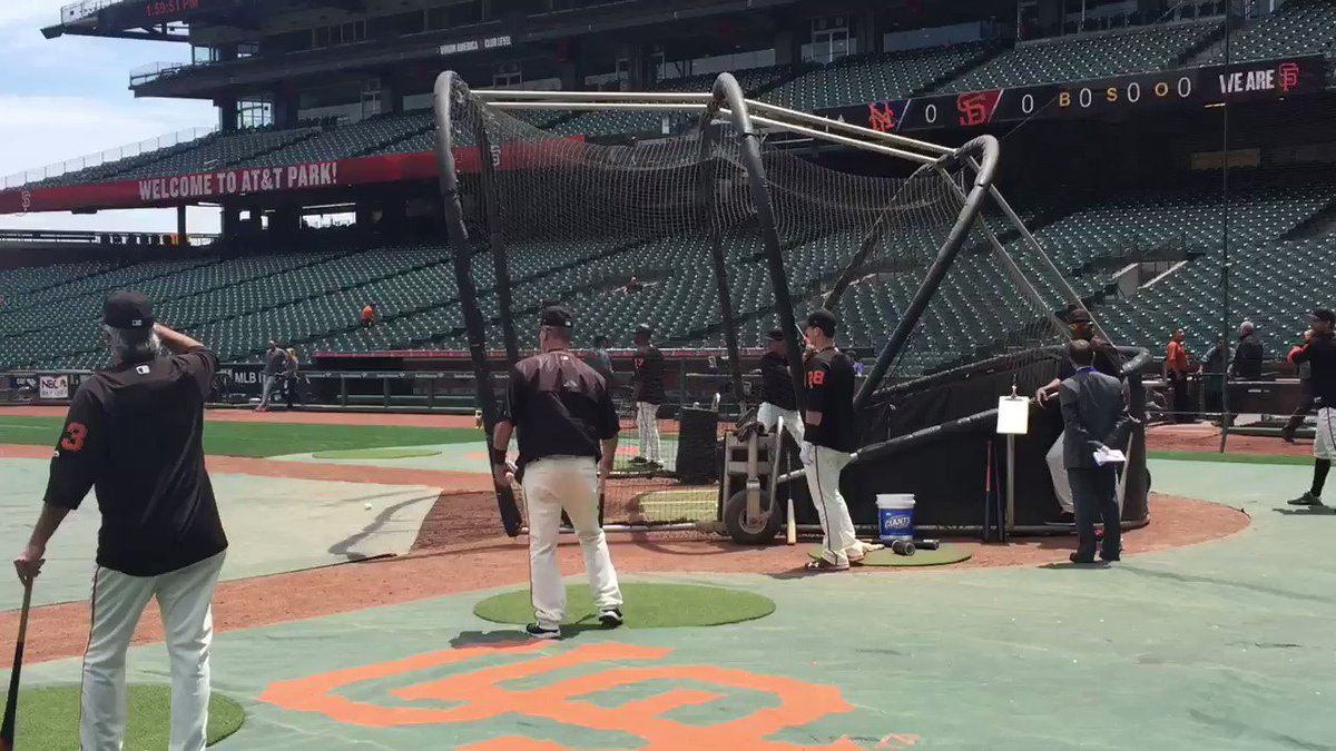 Ryder Jones taking BP for the first time as a big leaguer: https://t.c...