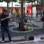 こまを回して、お金を稼ぎながら世界を旅してる18歳の日本男子をドイツ🇩🇪で発見!すげえ( ゚д゚) …