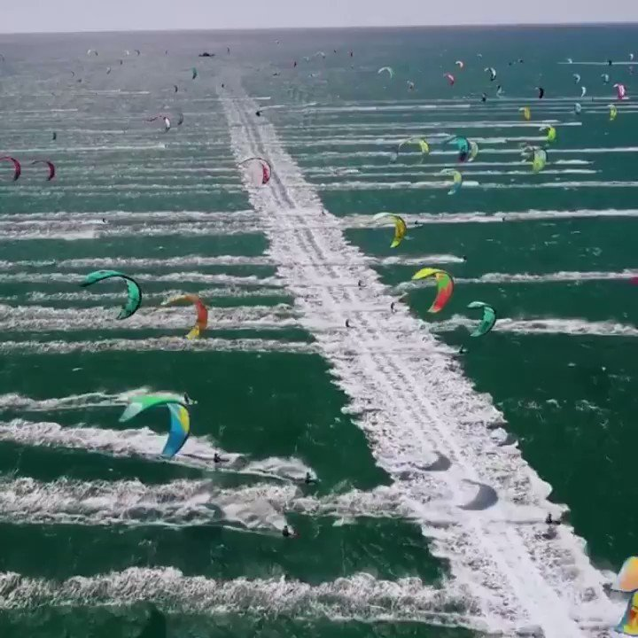 KiteBoarding off Capetown,  South Africa 🇿🇦  So Cool!  🏄🏻  #KiteSurfing #Wow #TuesdayThoughts