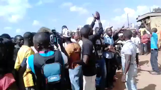 Bobi wine arrested in Kasangati https://t.co/BfNsFuzbTy https://t.co/W...