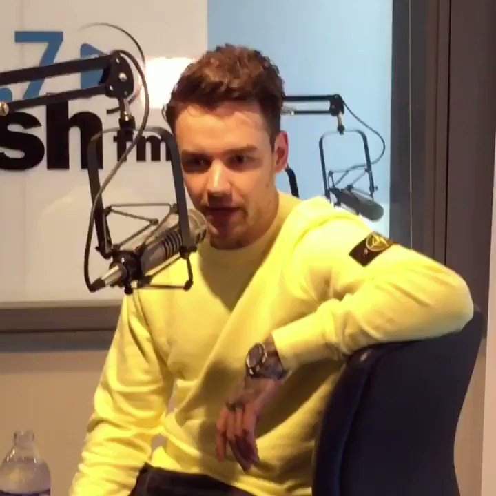 ".@liampayne sings his baby son to sleep with ""Passionfruit"" by @Drake"