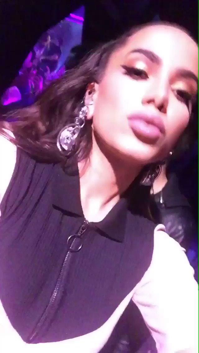 Anitta nos bastidores do #MusicaBoaAoViv...