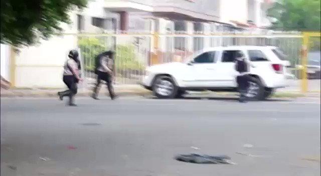 PNB partió vidrios de camioneta en el #Trigal #Valencia e intentó quitarme equipos al ver que los grabé #28Jun17 https://t.co/CnRkJgTNV2