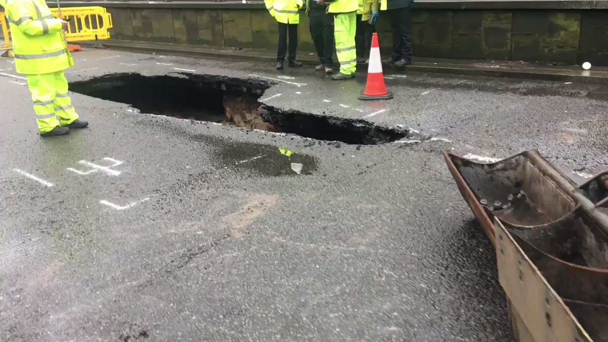 Live updates: Edge Lane closed by sinkhole...and it's getting bigger h...