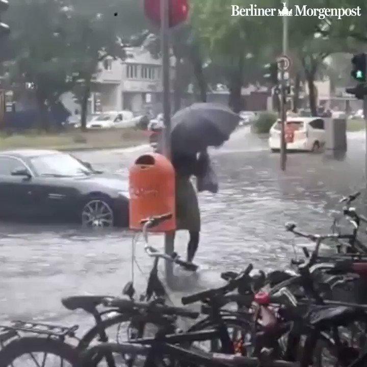 Es hört einfach nicht auf zu regnen. 😳💦 #unwetter #berlin