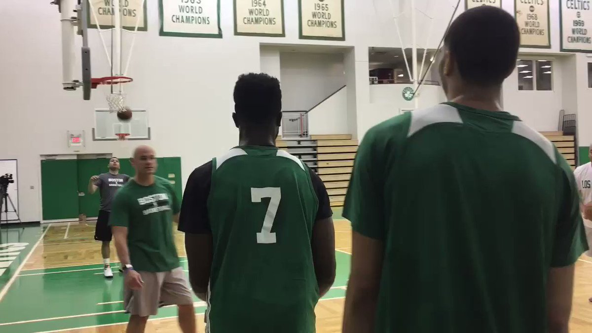 JAYLEN VS JAYSON POST-PRACTICE 3-POINT CONTEST AND ROOKIE JUST RIPPED OFF 10 STRAIGHT. #711 https://t.co/8Ux7YYsVqN