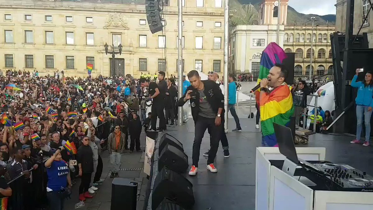 twitter gay colombia