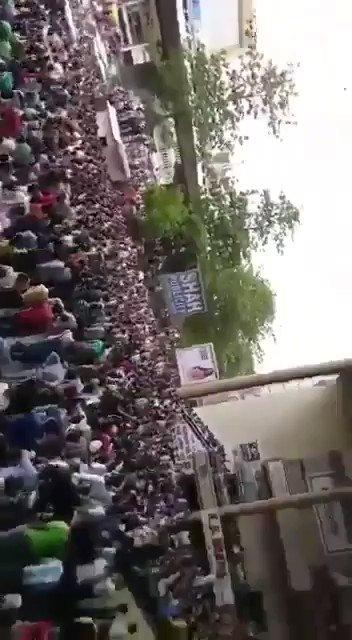 Watch how Gujarat police lathicharged traders who were protesting peacefully. #AbkiBarTradersKoMaar