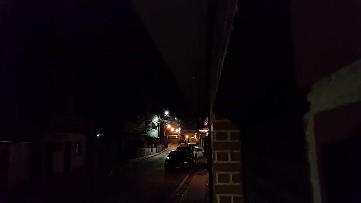 RT @AnonymousVene10: En VIDEO 📽️| GNazi parte vidrios y lanza bombas lacrimogenas en La Vega - Ccs. 10:54pm #5Jul   https://t.co/EaFtcyWonm