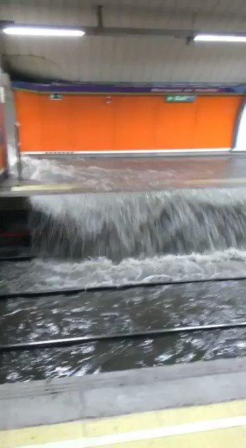 Metro patrocina está clase de surf. #MetroDeMadridBucea https://t.co/XFyRQhm6sY