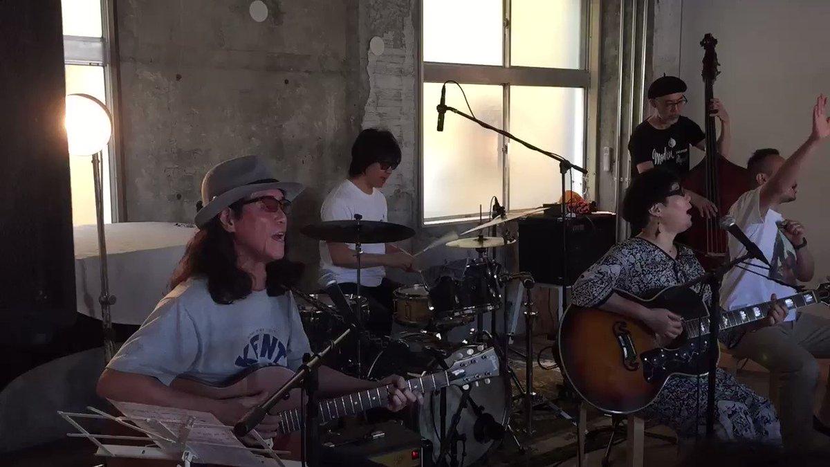 """昨日は沼澤尚&中條卓のバンド、""""blues.the-butcher-590213+うつみようこ""""が滅多にやらないアコースティックセットでライブ@取手Atelier ju-tou!中條さんのウッドベースも注目☝"""