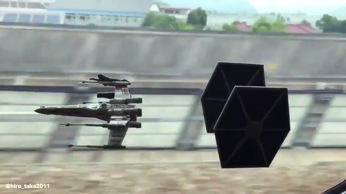 Cette illusion quand du colles des jouets #StarWars sur la vitre de ton TGV.