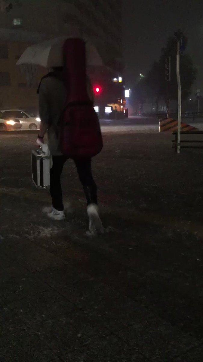 名古屋、ゲリラ豪雨。 大須交差点。 水没してます。 みなさん、くれぐれもご注意下さい。 https://t.co/SGQqjeh4Xt