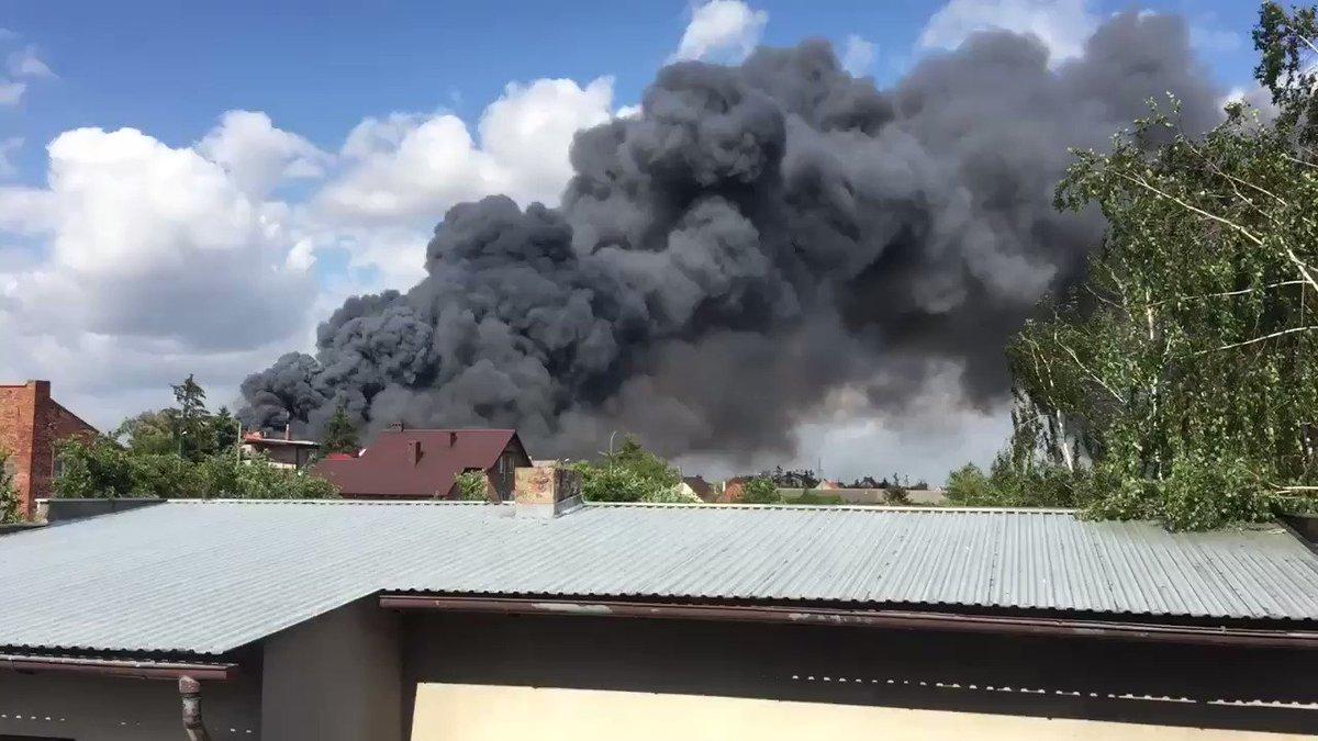 Potężny pożar w Wysocku Małym w Gminie Przygodzice. Na miejscu są już służby.