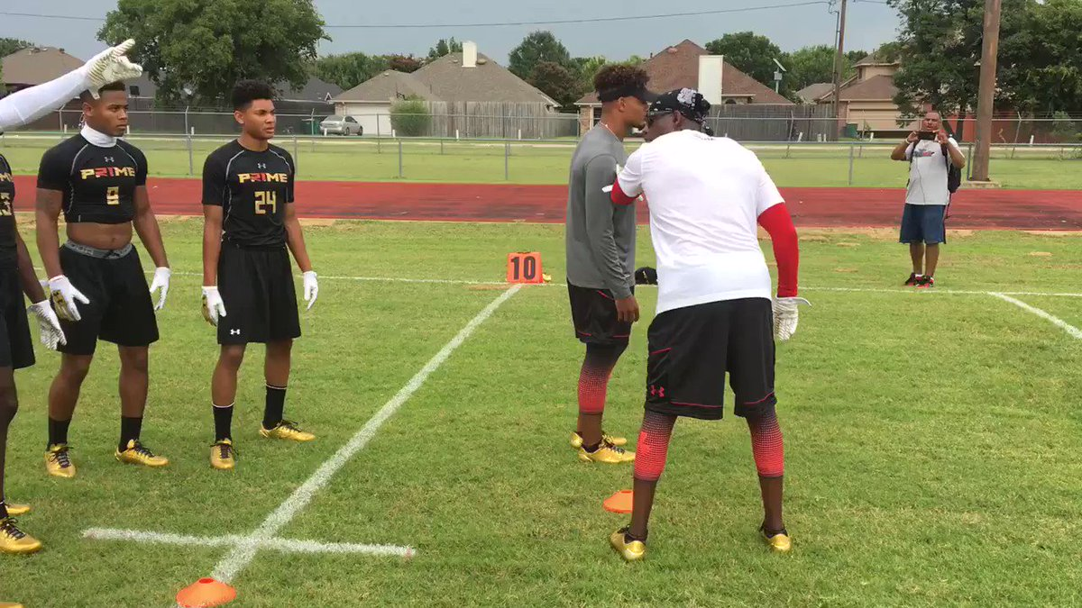 Listen up ... @DeionSanders teaching some of the top young DB's at #Prime21 Camp https://t.co/V18TWuw2Xk