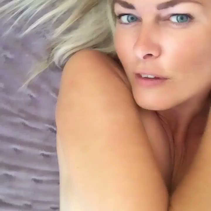 Model - Caly - British Goddess masturbation
