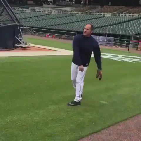 Omar Vizquel is 50 years old and still so smooth 😳🔥