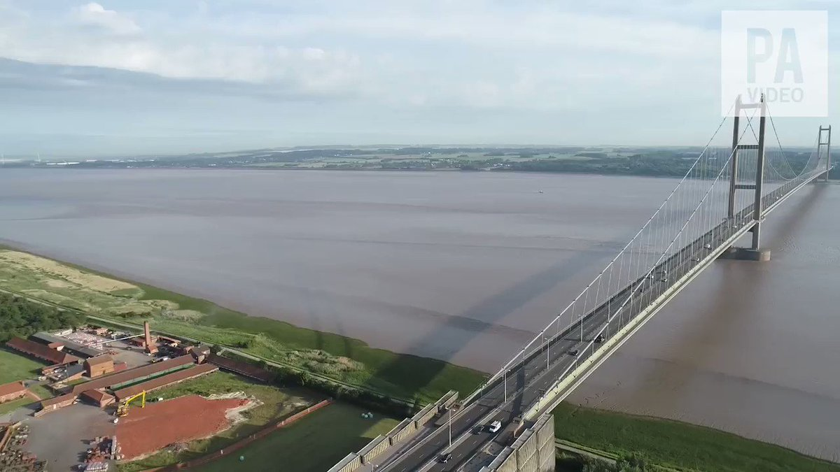 The Humber Bridge and the home of poet Philip Larkin are to get listed status in Hull.