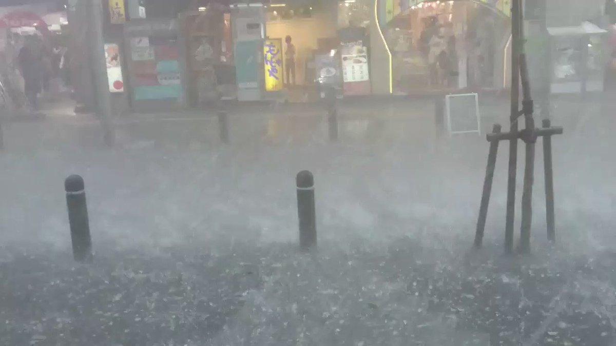 雷雨と雹がヤバイ。 pic.twitter.com/rFaQXG46BI