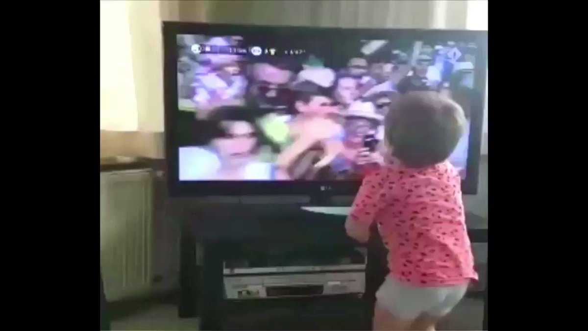 When your dad is a @letour stage winner you get excited #TDF2017 (H/T @NOSsport) https://t.co/OWvnHt7s6t