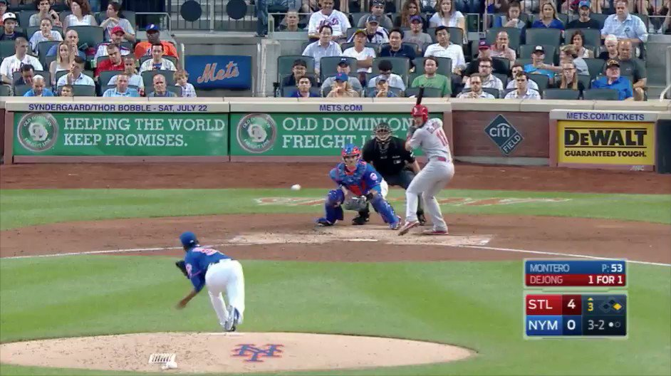 Chris Christie booed after catching foul ball at Mets game