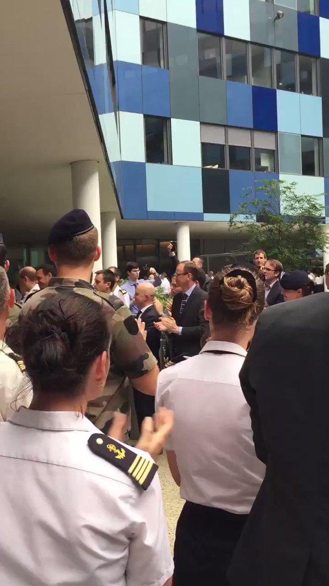 Les #militaires saluent l'#honneur de leur chef #pierredevilliers https://t.co/PlgQeiwWQu