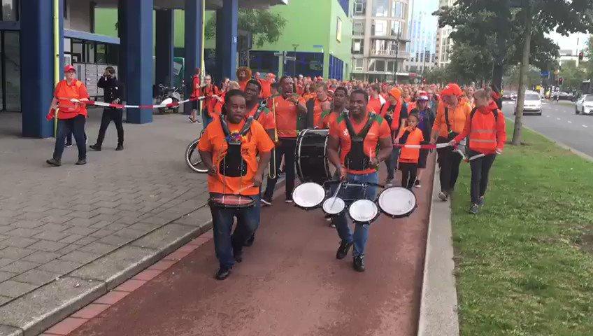De Oranjeparade is onderweg naar het Sparta Stadion! #NEDDEN https://t...