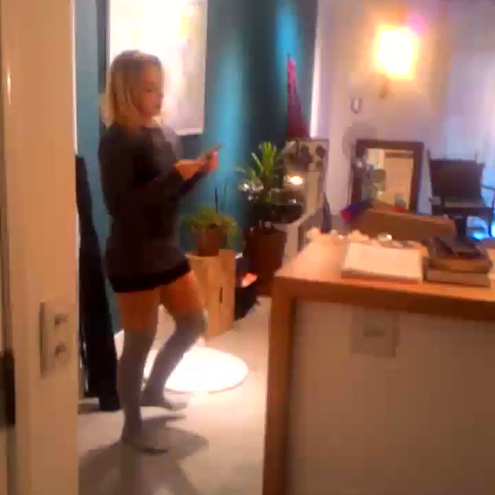 Aqui no set de filmagem com a equipe  maravilhosa de @red_brasil com Monique Vaille