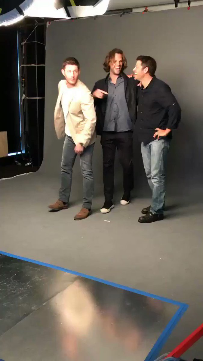 #Supernatural has arrived to the #EWComicCon studio https://t.co/8RPpwKjAmE