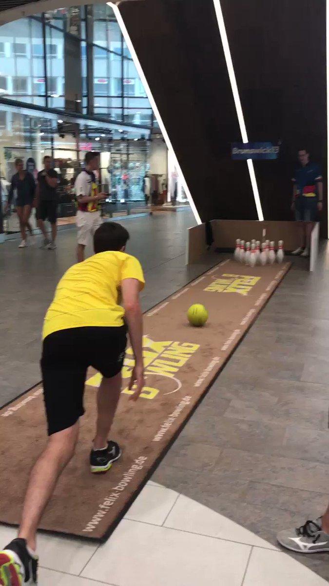 Bowling läuft bei @patrickgroetzki  #gemeimsameinteam https://t.co/OXNc9xtal1