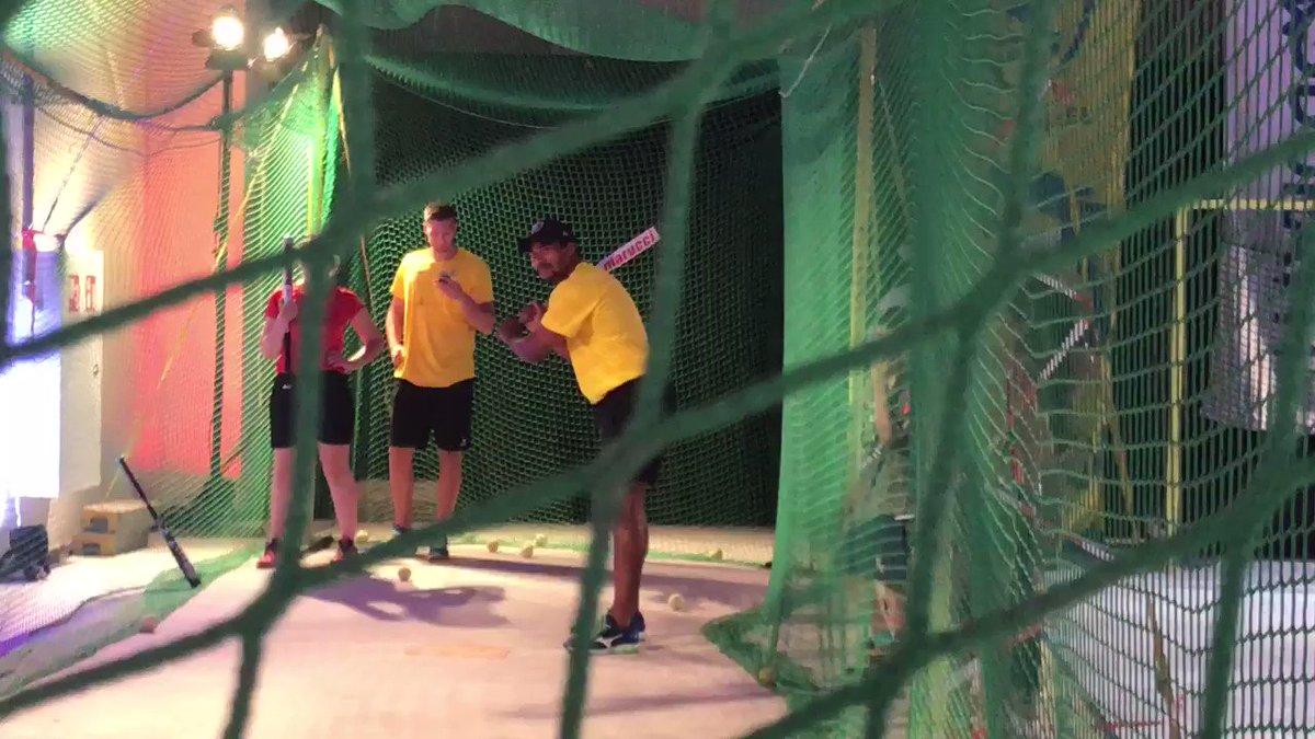 Auch Harald und Mads versuchen ihr Glück beim Baseball...  #gemeinsameinteam https://t.co/qzSvJccDs6