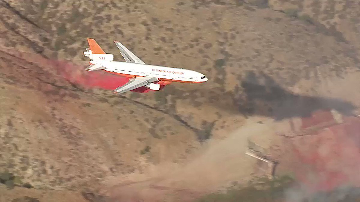 Highland The DC10 brought in to finish drawing lines around the fire https://t.co/8DtBrg2deZ