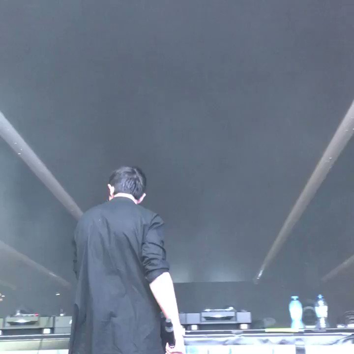 With @KSHMRmusic laying down the best set at @tomorrowland! #TomorrowlandStories https://t.co/ddNow661tn