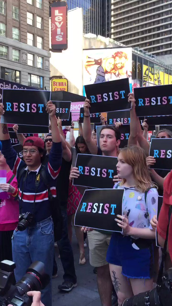 People are gathering at the U.S. Army Career Center in Times Square to say #TransRightsAreHumanRights! https://t.co/h2dWZysuAr