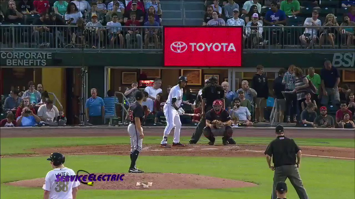 Something you don't see everyday, @jp_crawford with an inside-the-park grand slam on a grand slide!  #PlayOfTheYear https://t.co/sa0SKCxJW2
